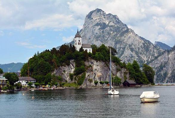 The Johannesbergkapelle with Traunstein mountain behind